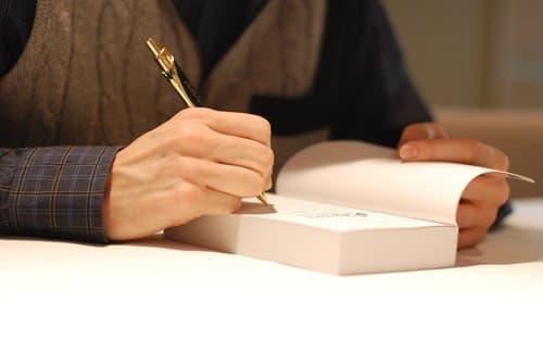 Pourquoi un écrivain devrait-il faire des séances de signatures?