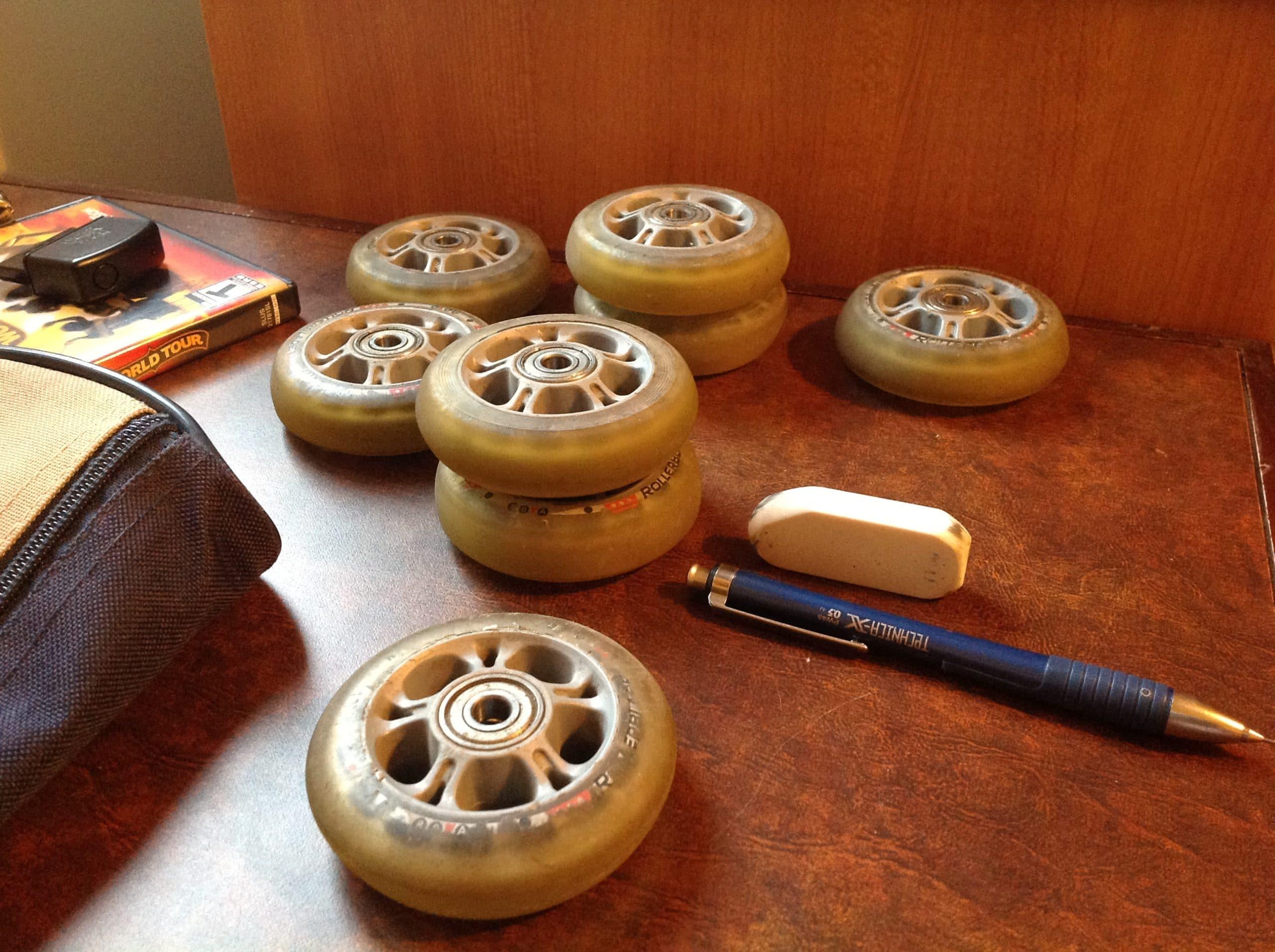 Déconnexion, perceuse et patins à roues alignées