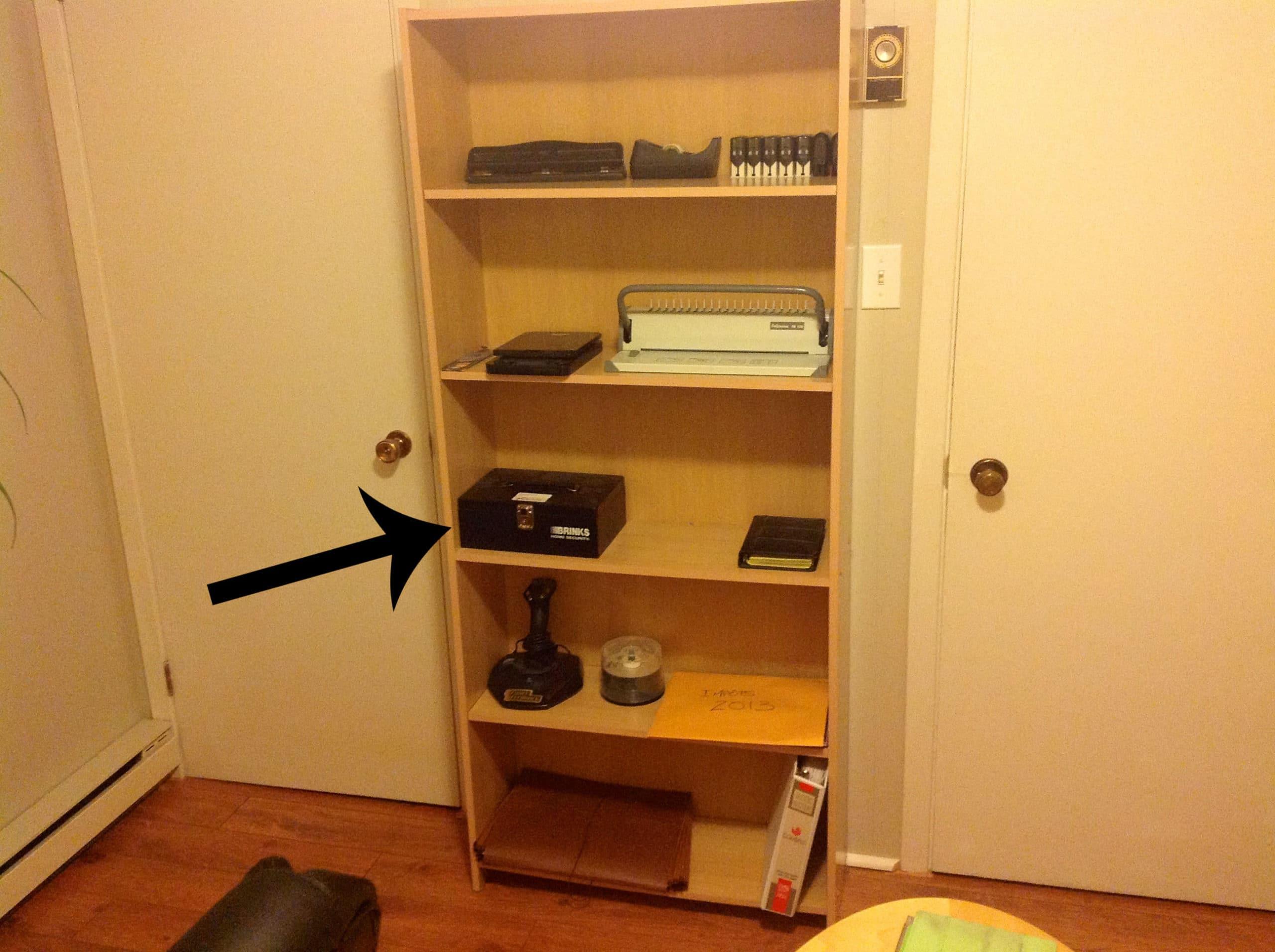 les objets de mon bureau 7 caisse de monnaie dominic bellavance crivain. Black Bedroom Furniture Sets. Home Design Ideas
