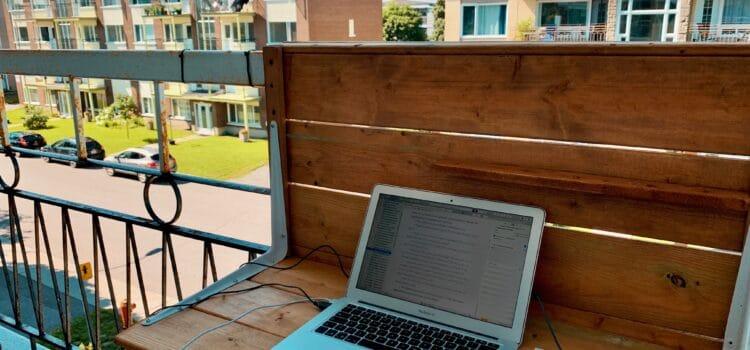 Bureau sur le balcon